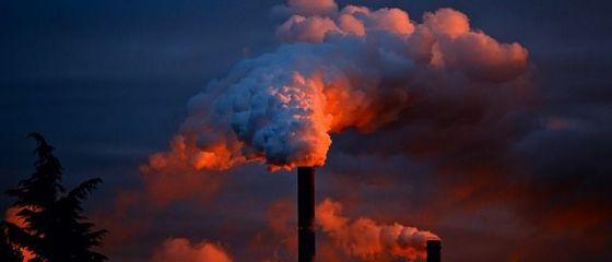Producţia industrială s-a prăbușit cu peste 38%, în prima lună de pandemie. Afacerile, în coborâre cu peste 10%, la patru luni