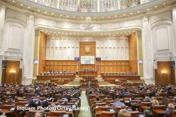 Guvernul își asumă răspunderea pe trei proiecte de lege. Cele două Camere ale Parlamentului se reunesc de la ora 12.00