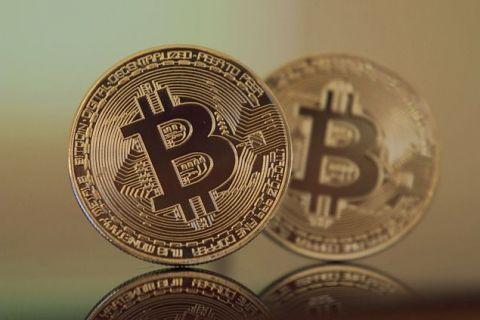 Bitcoin atinge valoarea record de 28.600 de dolari și încheie 2020 cu o creștere anuală de aproape 300%. Cum funcționează cea mai cunoscută criptomonedă