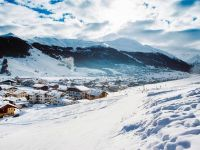 Peste 150.000 de turişti îşi petrec minivacanţa de 1 Decembrie la munte sau în pensiunile rurale. Cât îi costă sejurul