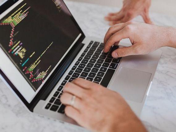 Programatorii cu studii medii, scutiţi de impozitul pe salariu, dacă urmează cursurile unei facultăți