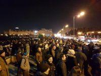 Incidente la Parlament, unde câteva sute de persoane au protestat față de modificarea legilor justiției