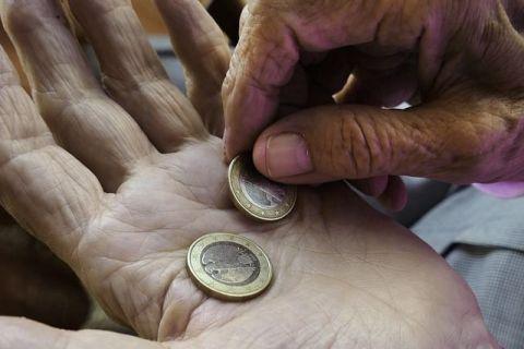 Anunț alarmant al ministrului de Finanțe:  Nu vom putea să mai plătim pensii în 20 de ani . Un angajat va trebui să susțină doi pensionari