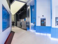 Cea mai mare bancă din România renunță la casierii. BCR transformă 28 de sucursale în unităţi care vor derula doar operaţiuni electronice
