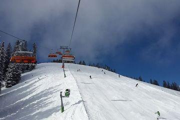 Vacanțe de iarnă cu reducere. Tarifele au scăzut cu 25% pe Valea Prahovei. Cât costă o cameră la o pensiune de 4 stele în Predeal