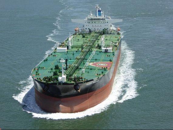 Prețul petrolului continuă să crească, pe fondul relaxării tensiunilor SUA-China. Țările producătoare au convenit din nou să reducă livrările
