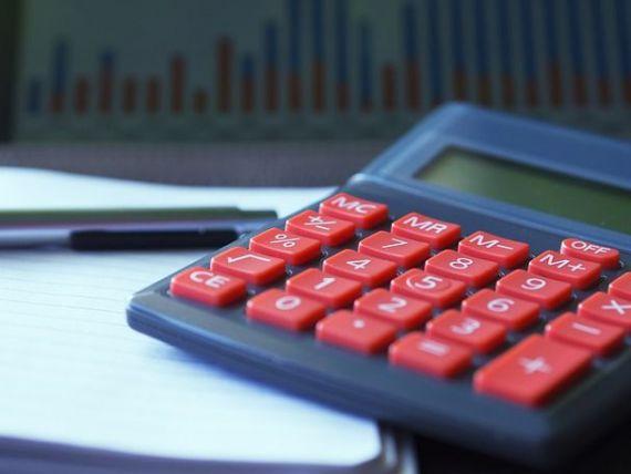 Prognoza revizuiește în creștere estimările privind inflația și deficitul de cont curent. Cursul va încheia anul la 4,65 lei/euro