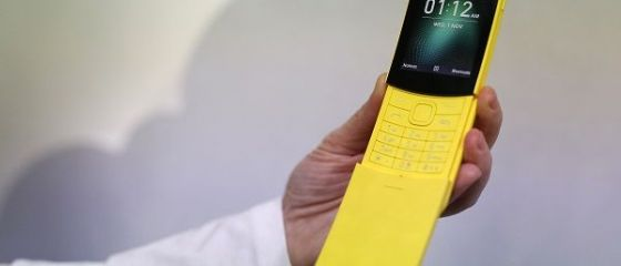 Nokia pariază din nou pe retro și relansează modelul 8110, celebrul telefon al anilor rsquo;90. Finlandezii promit o autonomie de 17 zile