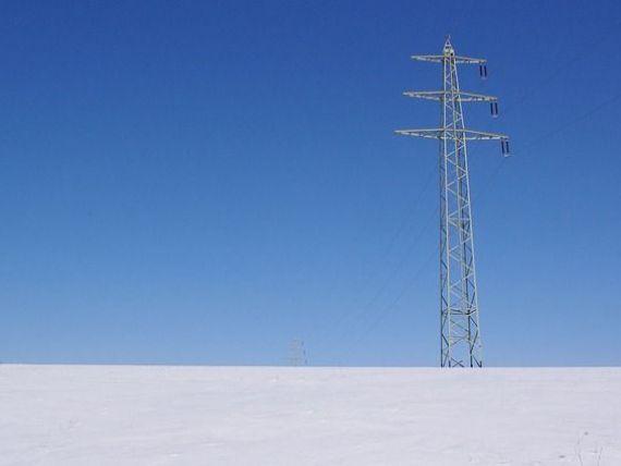 Consum de energie aproape record, marți dimineața, din cauza gerului. România importă cantități semnificative de electricitate