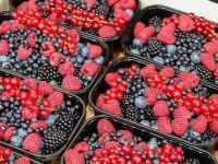 Postul a scumpit fructele și legumele în piețe. Importam de la mere și prune uscate, la mărar și pătrunjel, iar fructele de pădure au ajuns la 160 lei/kg