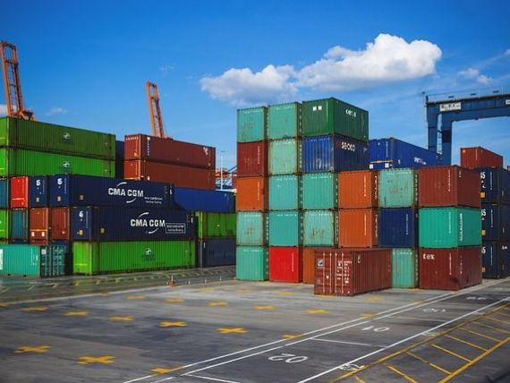Exporturile României au scăzut mai mult decât importurile, în pandemie. Deficitul balanţei comerciale crește la 8,66 mld. euro;