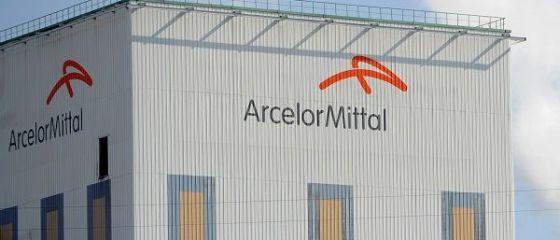 Guvernul italian evită o catastrofă industrială şi socială și ajunge la o înțelegere cu ArcelorMittal, pentru preluarea oţelăriei Ilva, cea mai mare din Europa