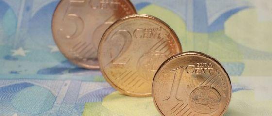 Leul s-a depreciat în raport cu euro. Aurul, la cel mai ridicat nivel din ultimele săptămâni