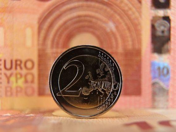 Euro a crescut nesemnificativ în raport cu leul. Lira sterlină scade, pe fondul Brexitului