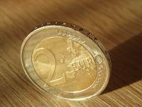Euro a crescut ușor, spre nivelul de 4,66 lei