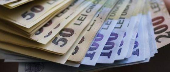 Salariul mediu net a scăzut în februarie, pentru a doua lună consecutiv. De ce s-au redus veniturile românilor de la începutul anului