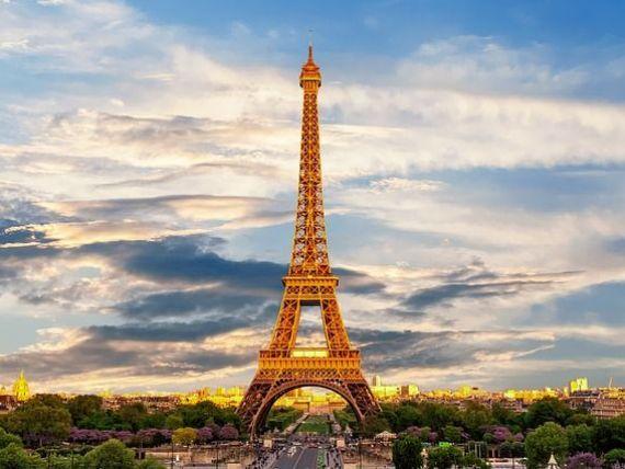 Turnul Eiffel, simbolul Parisului, se redeschide după patru luni, deocamdată doar pentru turiștii francezi