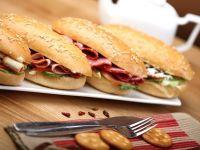Lanț grecesc de fast-food revine în România, după ce a părăsit piața locală din cauza crizei. Vrea să deschidă 80 de unități