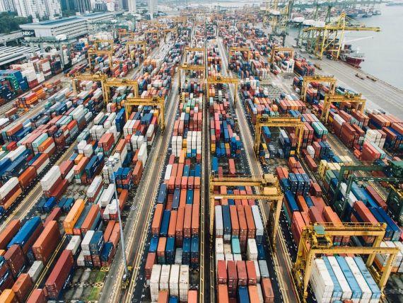 România trăiește din importuri. Deficitul de cont curent a crescut cu peste 38%, la șase luni