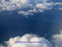 Cum arată cel mai mare parc eolian offshore de pe planetă. 87 de turbine de două ori mai înalte ca Big Ben-ul produc energie suficientă pentru 600.000 de locuințe