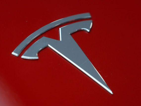 Tesla este vizată de o anchetă a FBI cu privire la cifrele de producţie pentru Model 3