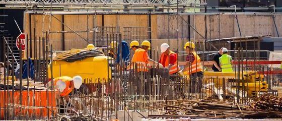 Cum vrea Guvernul să aducă în țară românii plecați la muncă în străinătate. Joburi garantate și salarii peste 500 euro;