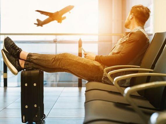 Pasagerii din România au pierdut 2.500 de ore de vacanţă anul trecut din cauza întârzierii avioanelor. Câți bani primesc clienții afectați