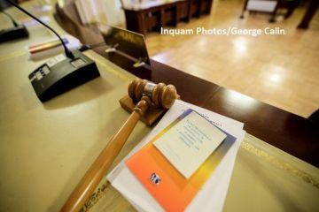 CCR a decis că Legea prin care se interzice vânzarea participaţiilor statului la companii naţionale este constituţională, după sesizarea PNL