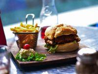 Burger King a deschis primul restaurant din România și face angajări pentru următoarele. Ce salarii oferă