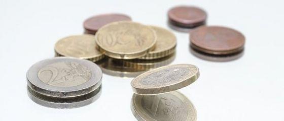 Euro a crescut spre 4,75 lei. Dolarul american, cea mai mare valoare din decembrie
