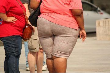 Kilogramele în plus pot duce la pierderea jobului. Cazul unei femei de 150 de kg