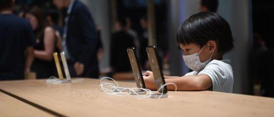 Urmează scăderi de prețuri la iPhone. Strategia adoptată de Apple, după scăderea masivă a vânzărilor
