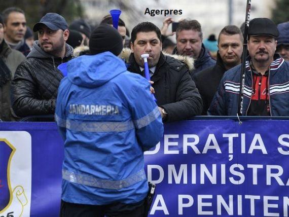 Polițiștii și angajații din penitenciare ies în stradă. Ce nemulțumiri au