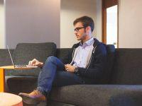 Unu din patru angajați din marile companii din România lucrează de acasă. Avantaje și dezavantaje
