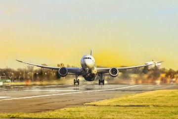 România suspendă zborurile către și dinspre SUA, Iran și încă șapte ţări europene. În UE, vor fi permise doar curse charter pentru lucrătorii sezonieri