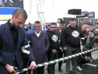 Momentul în care Ștefan Mandachi taie panglica și inaugurează autostrada de 1 metru. VIDEO