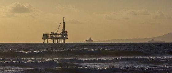 Reuters: Prin reglementările adoptate recent în domeniul energiei, România face jocul Rusiei. Exploatarea gazelor din Marea Neagră atârnă de un fir de ață