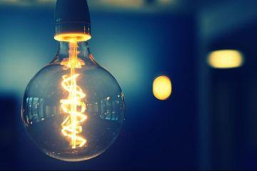 Liberalizarea prețurilor la energie. Ce pași trebuie să urmeze cei care vor să încheie un nou contract de electricitate pe piaţa liberă