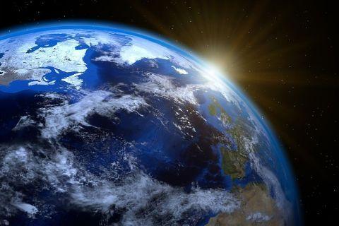 Laureat al Nobelului pentru Fizică spulberă visurile omenirii:  Nu vom putea trăi vreodată pe o altă planetă în afara Pământului