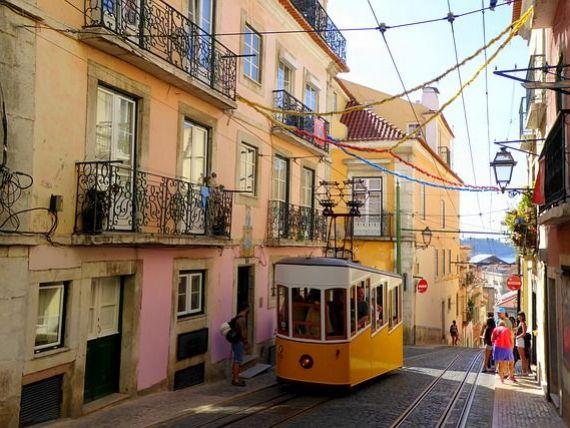 Portugalia vrea să revizuiască programul  Golden Visa , prin care oferă rezidența investitorilor străini. Țara s-a umplut de chinezi
