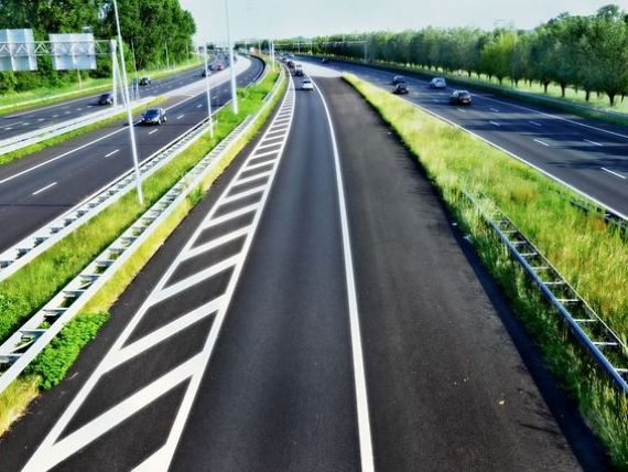 Ungaria dă în folosință, în 2020, a doua autostradă care face legătura cu România. Vecinii au construit 500 km de drumuri de mare viteză în ultimii 10 ani