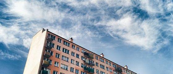 În marile orașe ale României se construiesc tot mai mulți zgârie-nori. Preţurile uriaşe cerute pentru apartamente