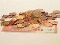 Analiză: Euro ar putea ajunge la 4,85 lei anul viitor. De ce se depreciază leul