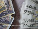 Leul s-a apreciat în fața euro, dar s-a depreciat în raport cu dolarul