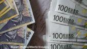 Bloomberg: BNR a intervenit pe pieţele valutare pentru a susţine cursul. Cât a cheltuit banca centrală ca să salveze moneda națională