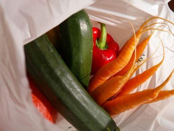Lanțul de hypermarketuri care vrea să elimine 30 de milioane de pungi de plastic din România, în fiecare an