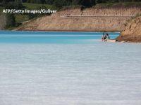 """""""Maldive"""" de Siberia, locul în care turiștii își riscă viața pentru niște poze pe Instagram. Fenomenul chimic prin care apa a devenit turcoaz este periculos"""