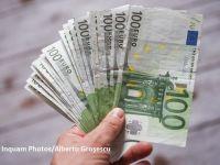 Euro crește spre 4,73 lei. Preţul aurului se apropie din nou de nivelul record