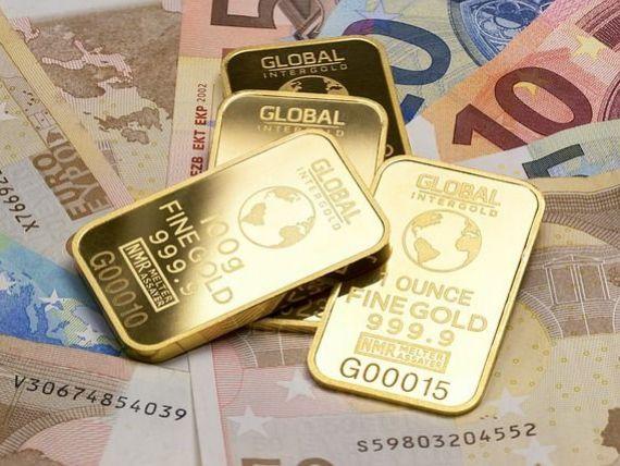 Aurul şi francul elveţian ajung joi la noi maxime istorice. Și euro s-a apreciat în raport cu leul