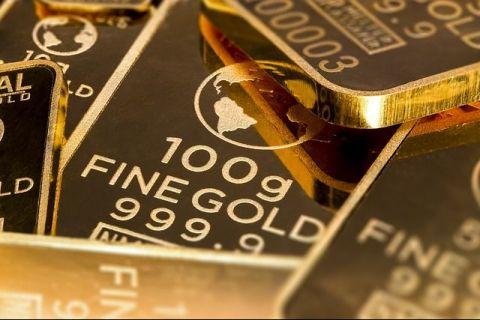 Aurul ajunge la un nou maxim istoric în România, după ce a atins recorduri și pe piețele internaționale. De ce crește prețul metalului galben în perioade de criză